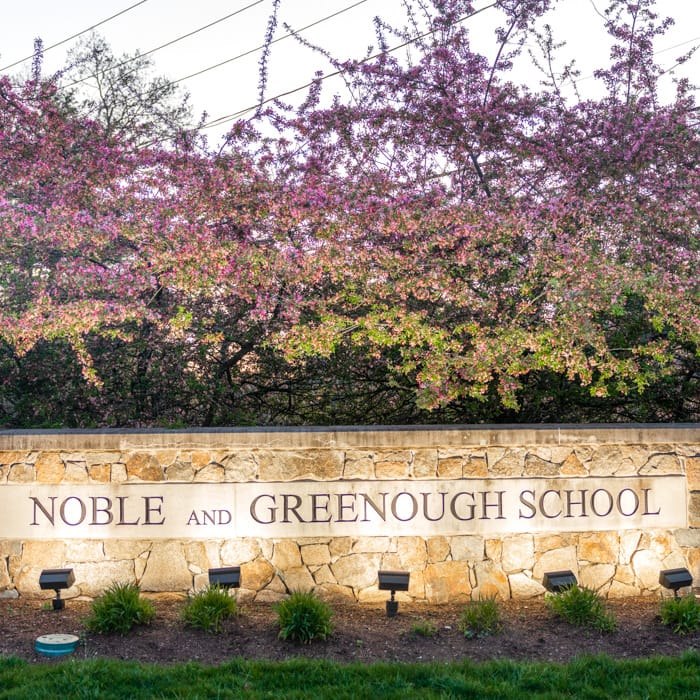 Nobles sign in the evening